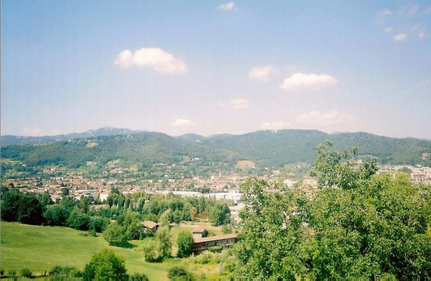 View over città alta. Another of my terrible retro photos.